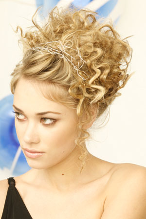 Curly-Hair-Styles-For-Prom