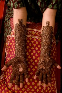 Pakistani Mehndi With Stuffed Designs