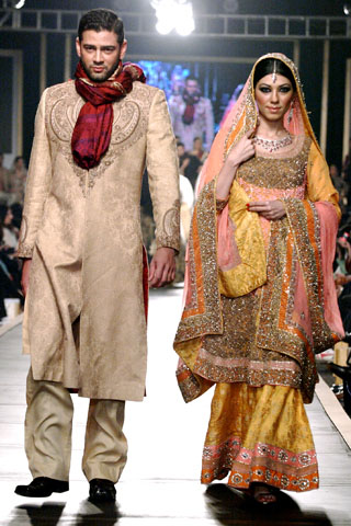 hsy_collection_at_bridal_couture_week_2010_1
