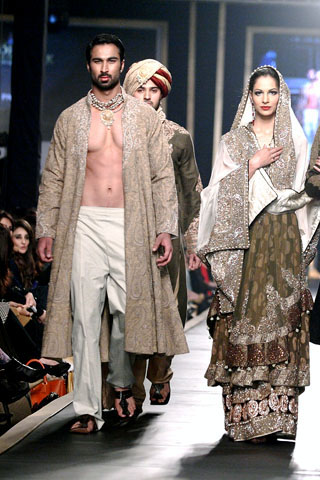 hsy_collection_at_bridal_couture_week_2010_12