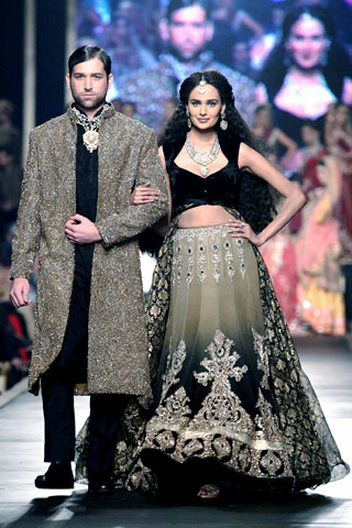 hsy_collection_at_bridal_couture_week_2010_22