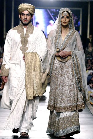 hsy_collection_at_bridal_couture_week_2010_4