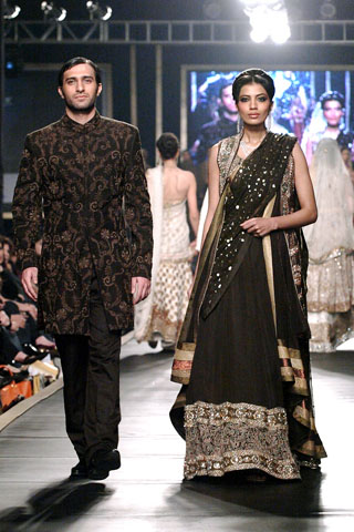 hsy_collection_at_bridal_couture_week_2010_5