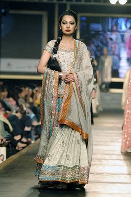 Bridal collection by Deepak Parwani14-Latestasianfashions.com