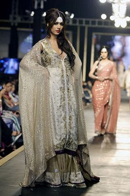 Bridal collection by Deepak Parwani17-Latestasianfashions.com