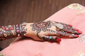 Latest-Mehndi-Designs-2012-For-Women