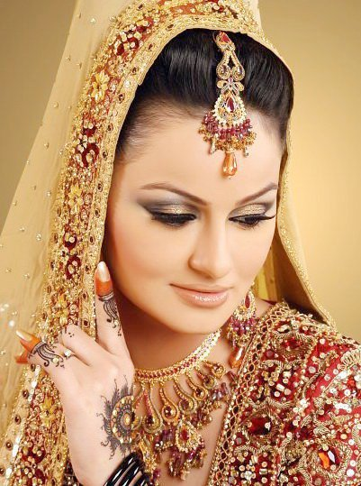 Mehndi Makeup Looks : Bridal mehndi makeup trends