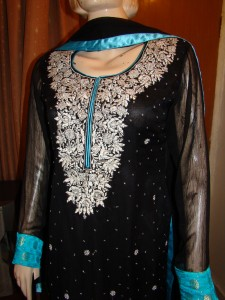 Embroidered pakistani shalwar kameez