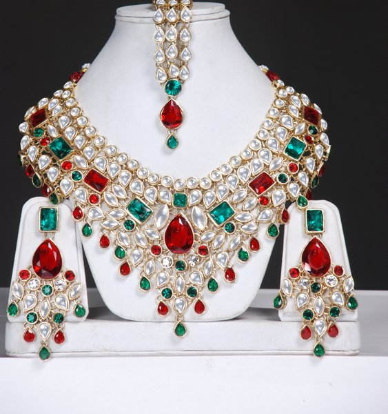 Asian kundan jewelry for bride