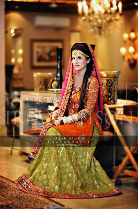 Mehndi Party Clothes : Pakistani bridal mehndi dresses trends outfits