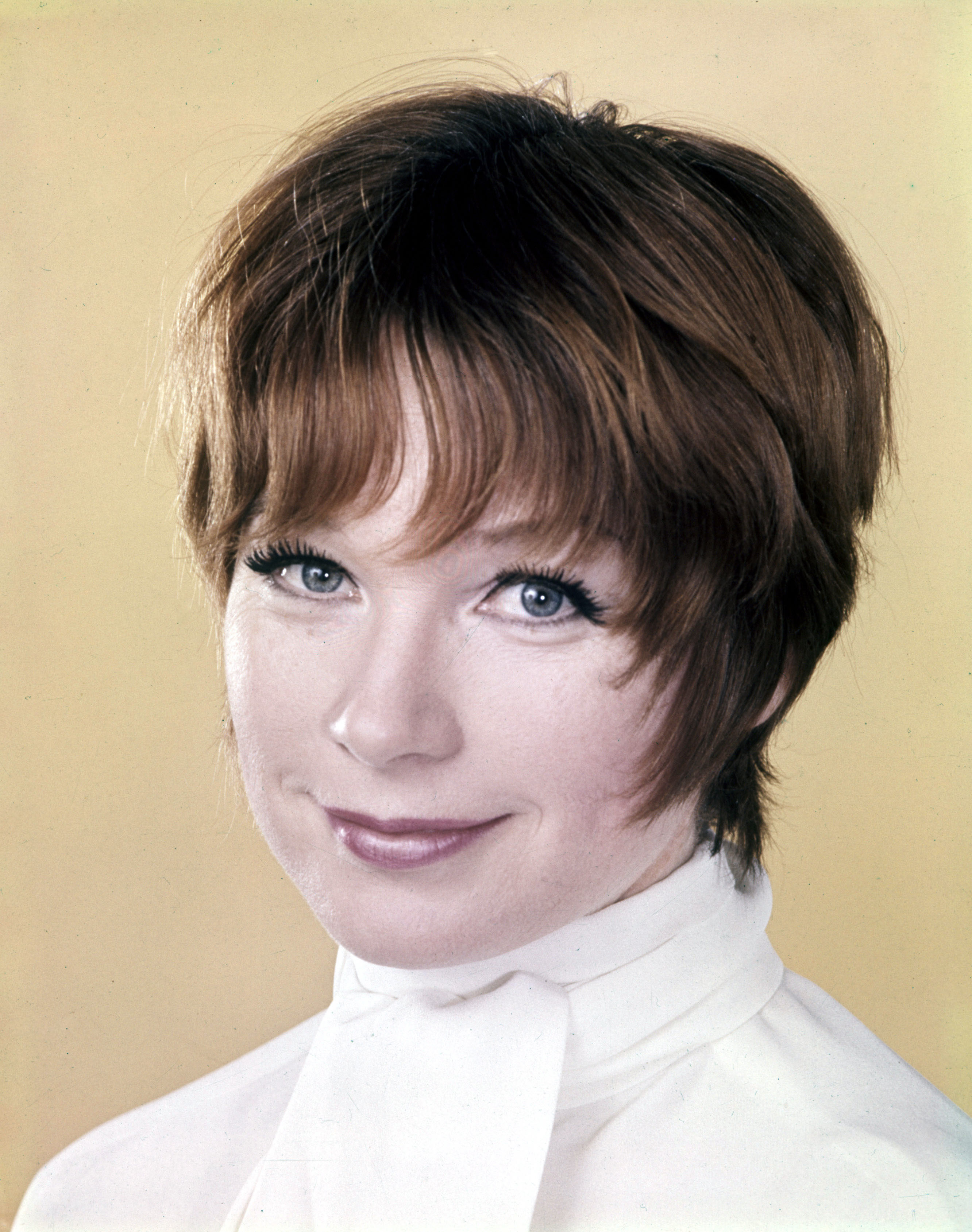 Shirley-MacLaine-new-pixie-with-bangs