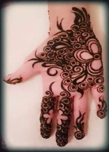 Pakistan women mehndi design