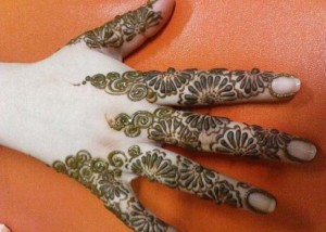 Women Mehndi Henna Designs
