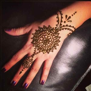 Tikiya mehndi design for girls